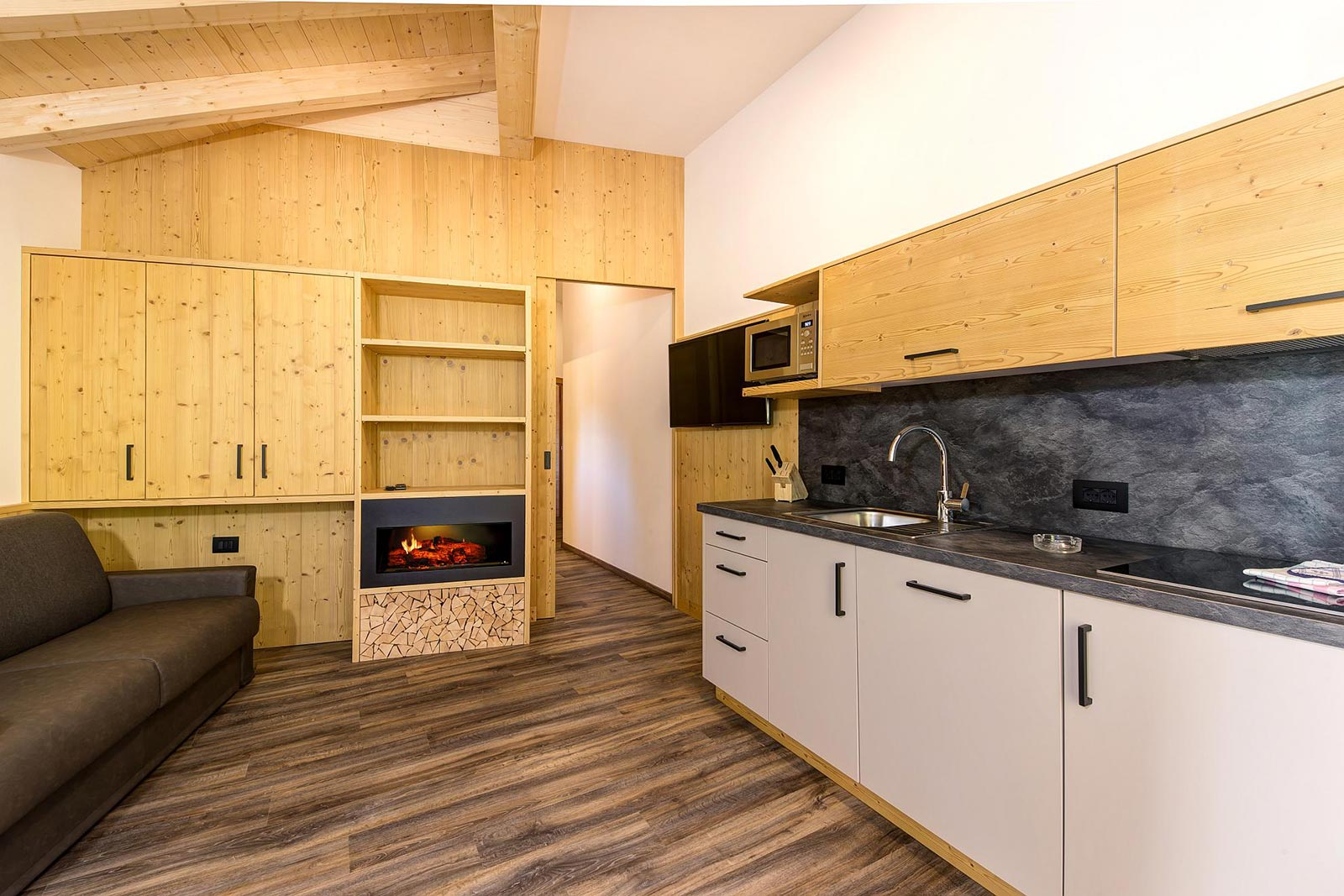 View of the kitchen and a living room of the accomodation in South Tyrol